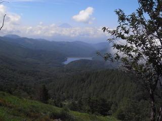 稜線から上日川ダム.JPG