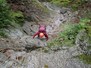 9/21 鬼石沢、右俣に入り辛めの小滝が続き楽しめました