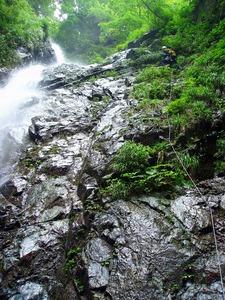 寄沢本流F4イイハシの大滝三段45m