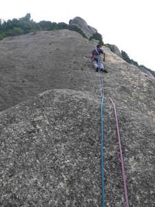 瑞垣・大面岩「左稜線」7p 5.10b 1